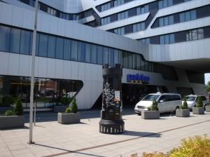 1.Wieża szachowa przed Hotelem Park Inn