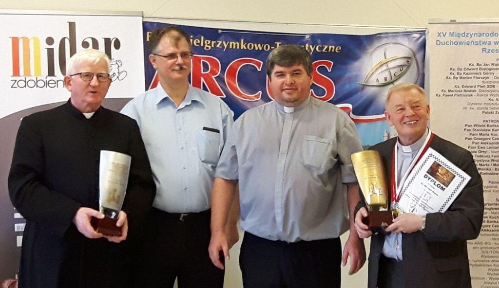 Od lewej: ks. Stanisław Dębowski, Mariusz Wojnar, ks. Krzysztof Domaraczeńko, ks. Mirosław Brzoza