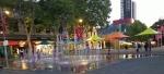 15.Parramatta  fontanna przy ratuszu wieczorem.jpg